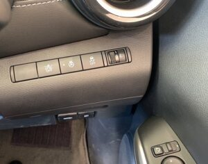 キックスフロントボタン