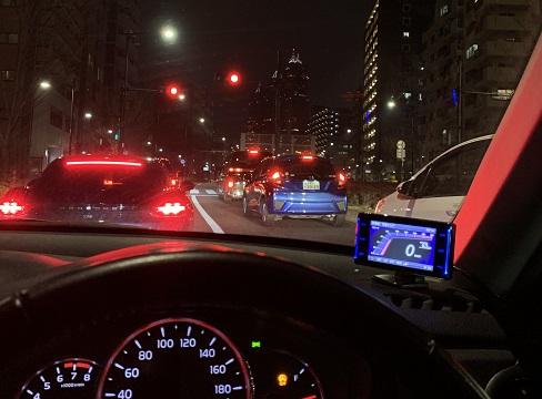都内を運転する様子
